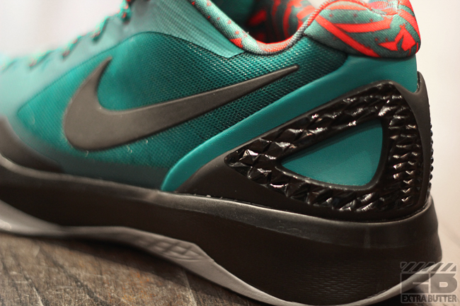 watch 63b83 b330c Nike Zoom Hyperdunk 2011 Low   Green, Black   Red