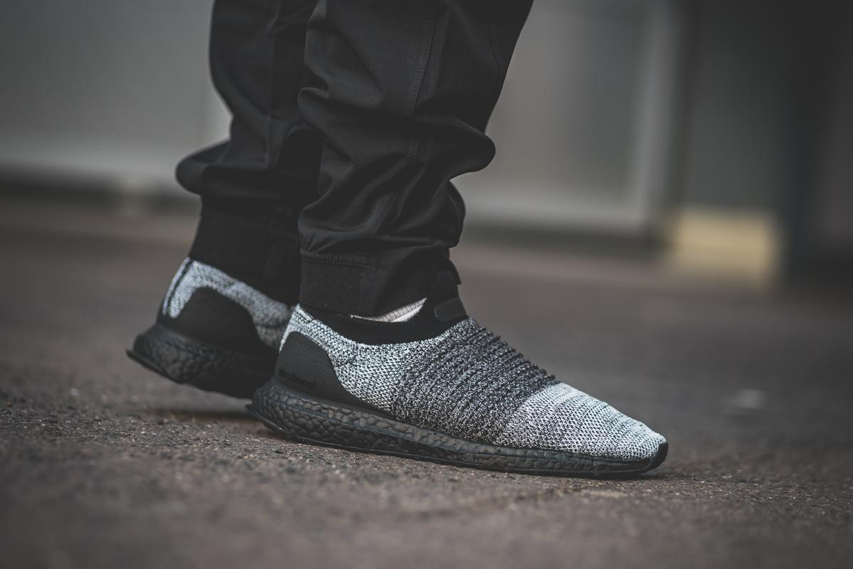 688424583 adidas Ultraboost Laceless in Black White - OG EUKicks Sneaker Magazine